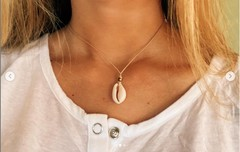Image of Hanging Pukka Necklace Dark Bead