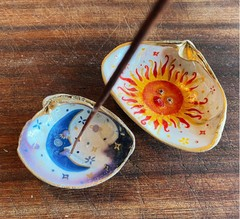 Image of Sun Clam Shell Incense Hanger